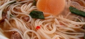 Make spicy Vietnamese beef noodle soup