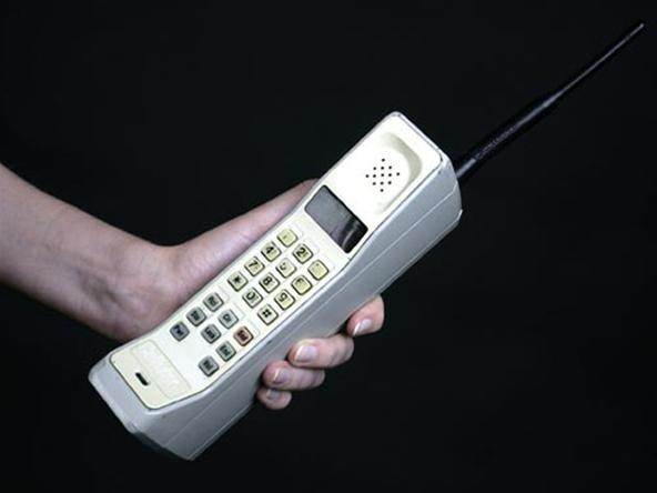 first motorola cell phone. how many cell phone users in the world were there 1985? [archive] - straight dope message board first motorola s