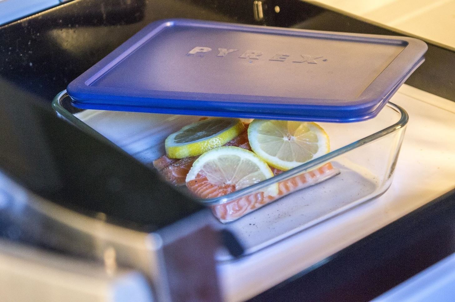 Skip the oven microwave your fish food hacks wonderhowto for Broil fish in oven
