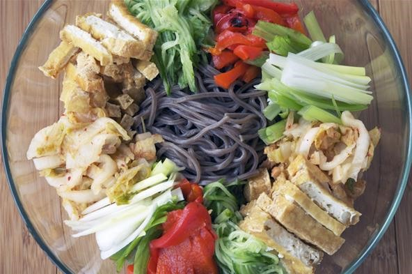 How to Make a Cold Japanese Soba Noodle Salad