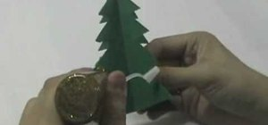 Craft an inexpensive and fast 5-minute standing Christmas paper tree