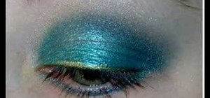 Create turquoise eye makeup look