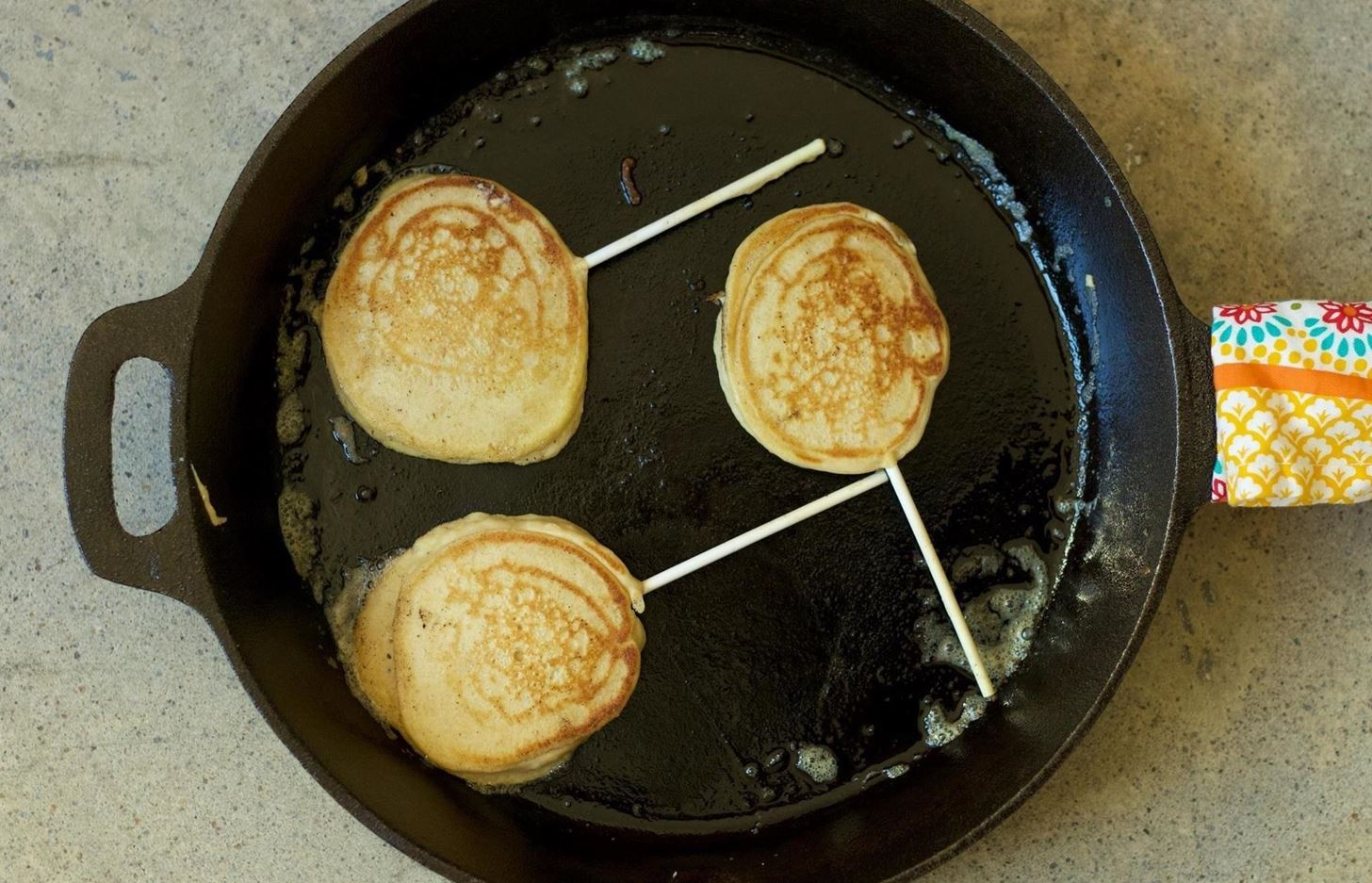These pancake lollipops will make you feel like a kid again food youll be able to get lots of practice in with a big batch and so long as they remain on the stick its fine if they arent all perfectly circular ccuart Choice Image