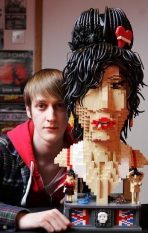 3,000 Bricks Make 1 Amazing Amy Winehouse LEGO Portrait