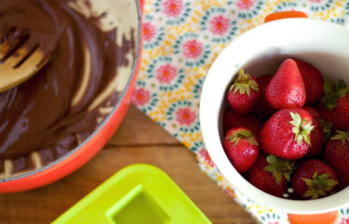 An Ice Cube Tray Is a Genius Way to Make Chocolate-Covered Stawberries