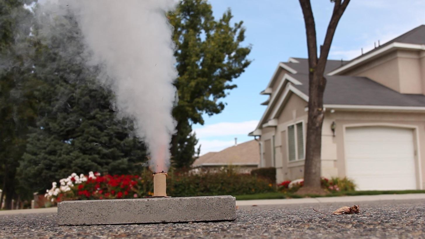 How to Make Homemade Smoke Flares with Fuses