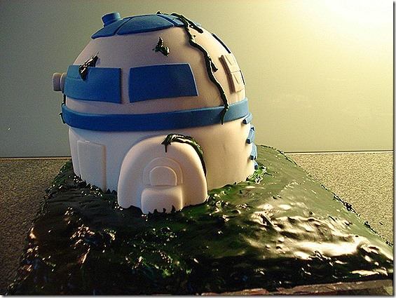 Star Wars R2D2 Dagobah Swamp Cake.