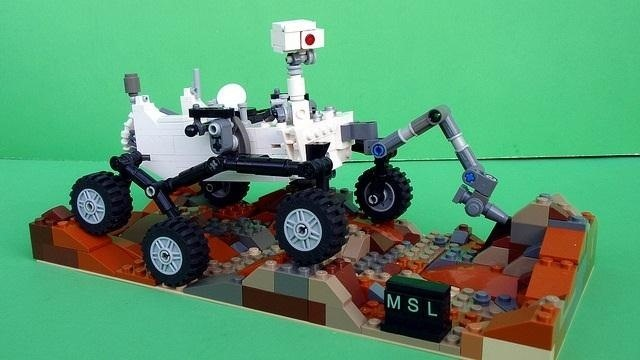 NASA Engineer Shows You How to Build a Mini Curiosity Mars Rover Out of LEGOs