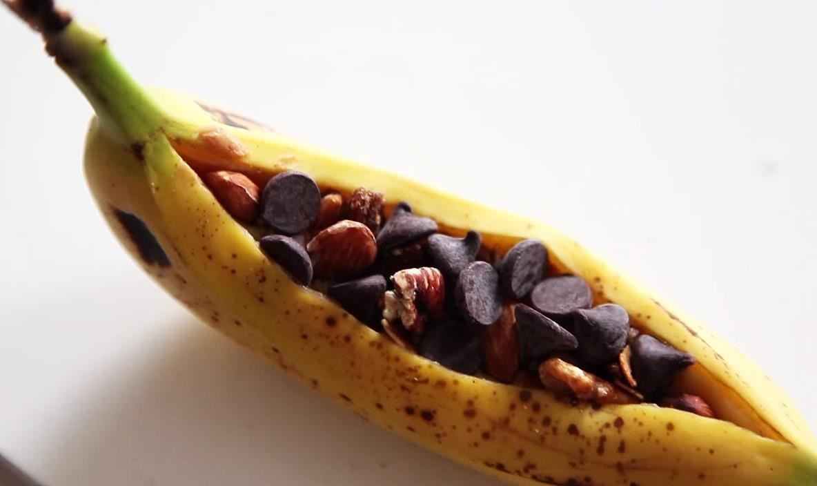 How to Make Microwavable Banana Boats in Their Peels