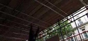 Lache or monkey swing between horizontal bars
