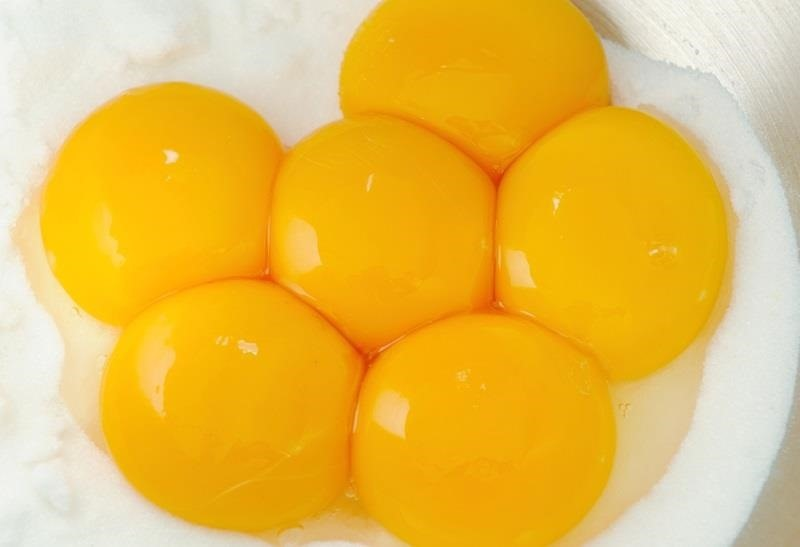 The Easiest, Most Practical Way to Separate Egg Yolks from Egg Whites Without Getting Messy