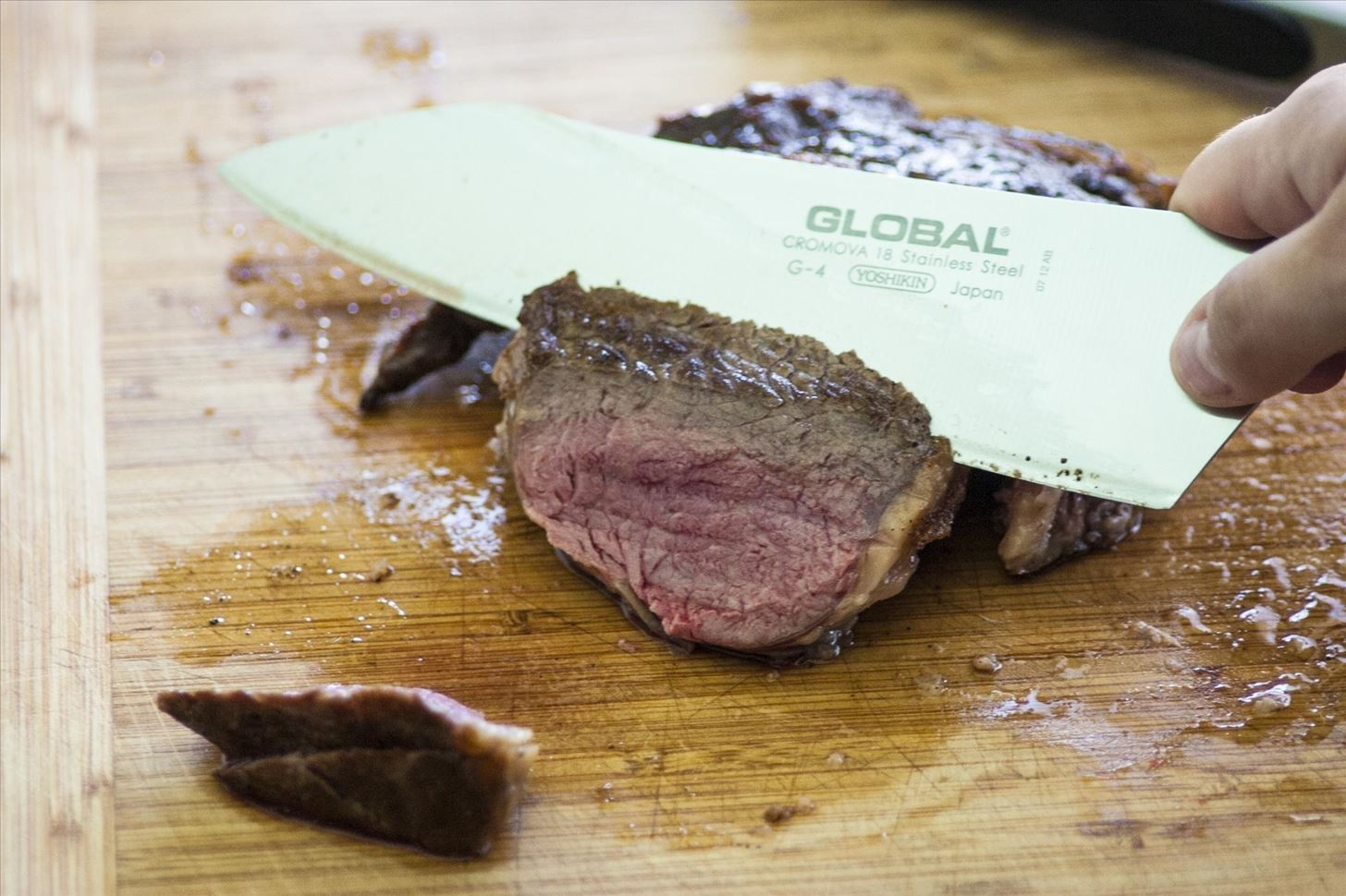 How to Cut a Cooked Steak the Right Way