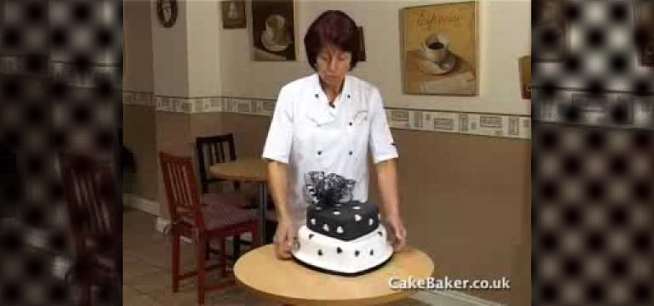 how to get a wedding cake level how to level marzipan and a wedding cake 171 cake 15733