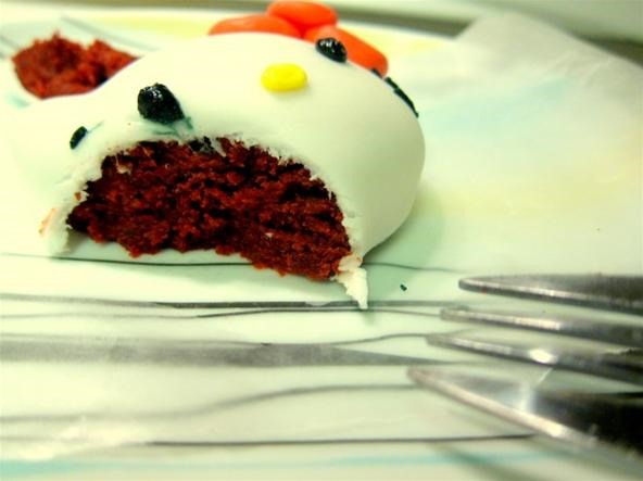 RECIPE: Hello Kitty Mini Fondant Red Velvet Cakes