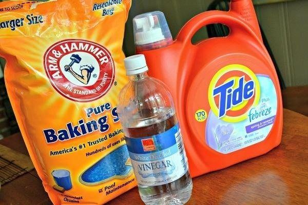 Use Vinegar Baking Soda To Fluff Up Worn Out Bath Towels