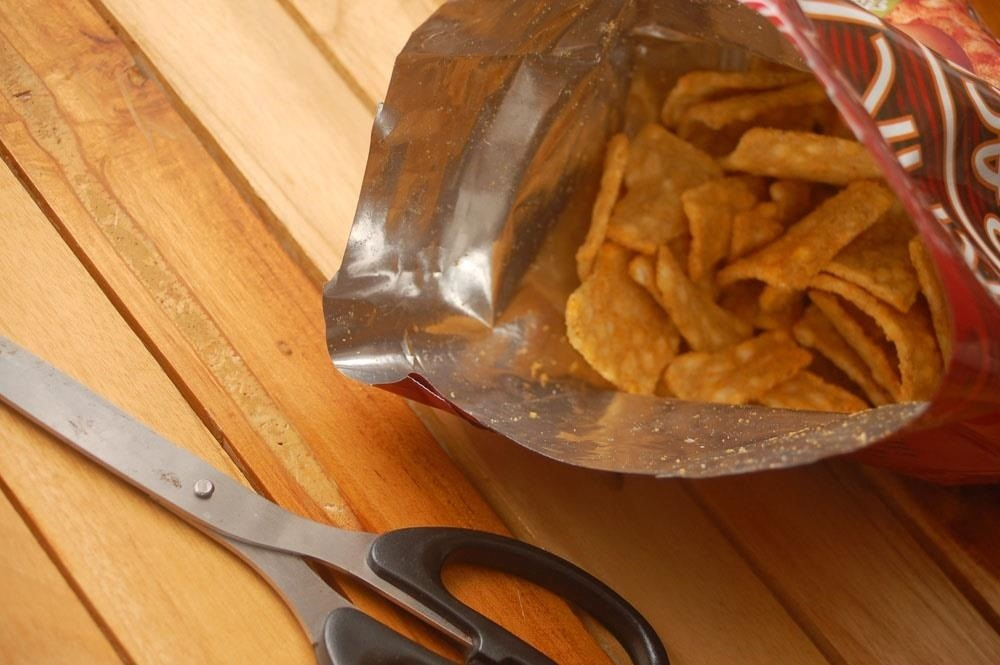 7 Life-Changing Hacks for How You Eat Potato Chips & Other Bagged Snacks