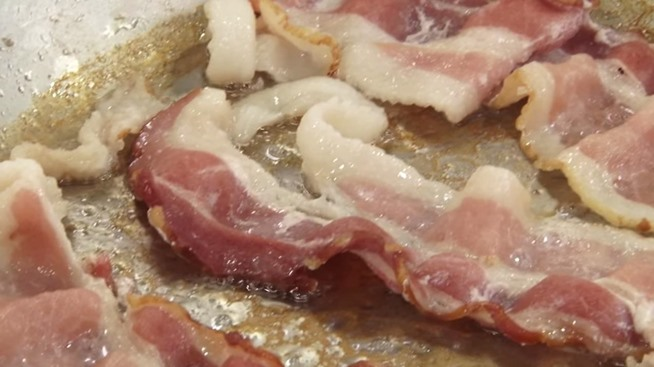 how to cook crispy bacon in pan