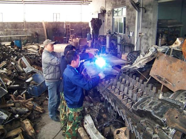 Chinese Ironworkers Build Massive Transformers Megatron Tank