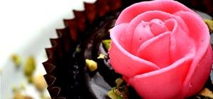Chocolate Cupcakes With Royal Icing Roses