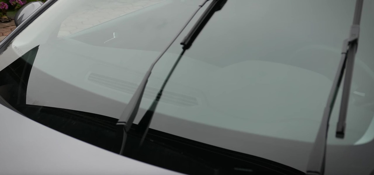 Clean or Replace Windscreen Wipers Blades in Peugeot 308