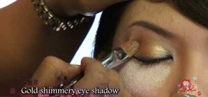 Create a casual cat eye and a dramatic cat eye look
