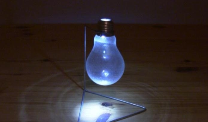 How to Make a Light Bulb Vase