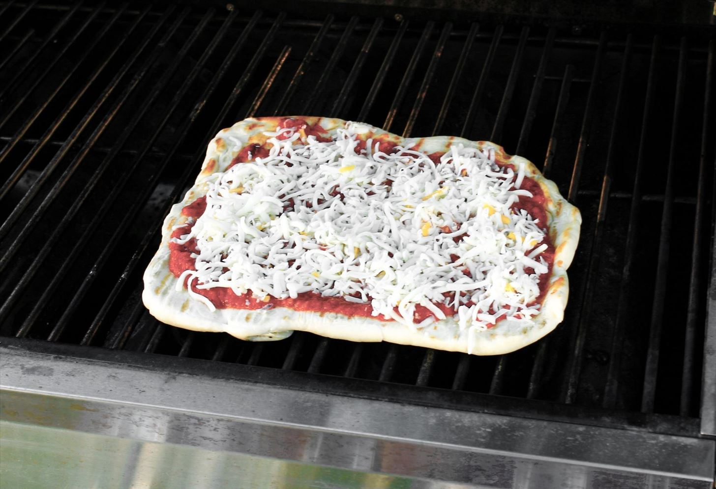 How to Grill Pizza Like a Pro
