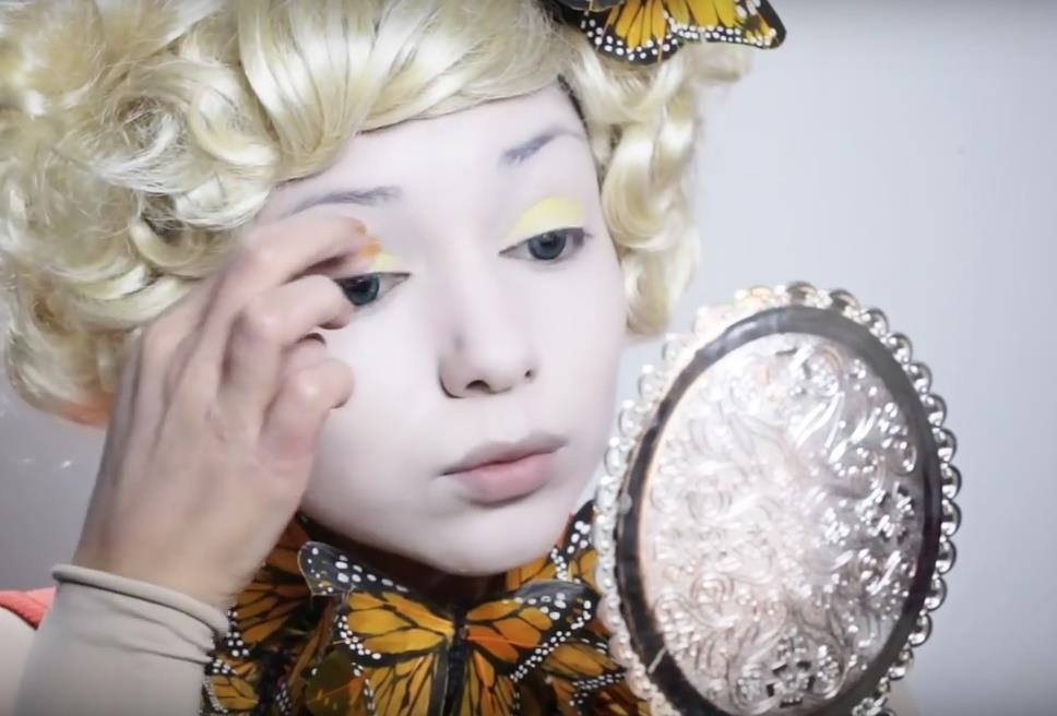 Hunger Games: DIY Effie Trinket Butterfly Makeup & Costume for Halloween