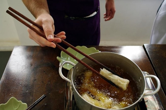 Why chopsticks are best cooking tool you arent using.w654