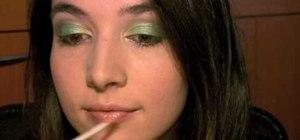 """Create an Irish """"pot of gold"""" green makeup look inspired by Leprechauns"""