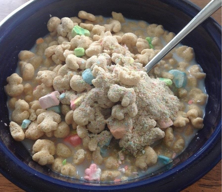 how to keep tiny dust crumbs out of the last bowl of cereal for more crunch less mush food. Black Bedroom Furniture Sets. Home Design Ideas