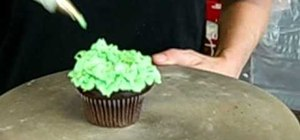Decorate a Christmas tree cupcake with buttercream