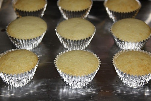Can I Bake A Cake In A Foil Pan