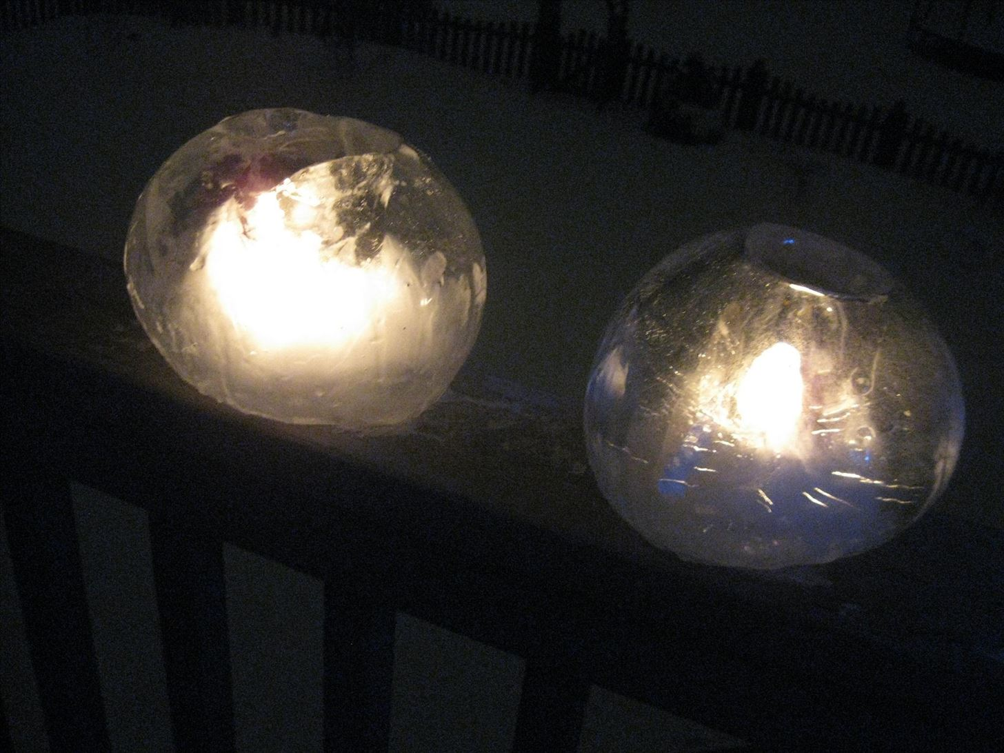 How to Make a Globe-Shaped Candle Lantern from Ice