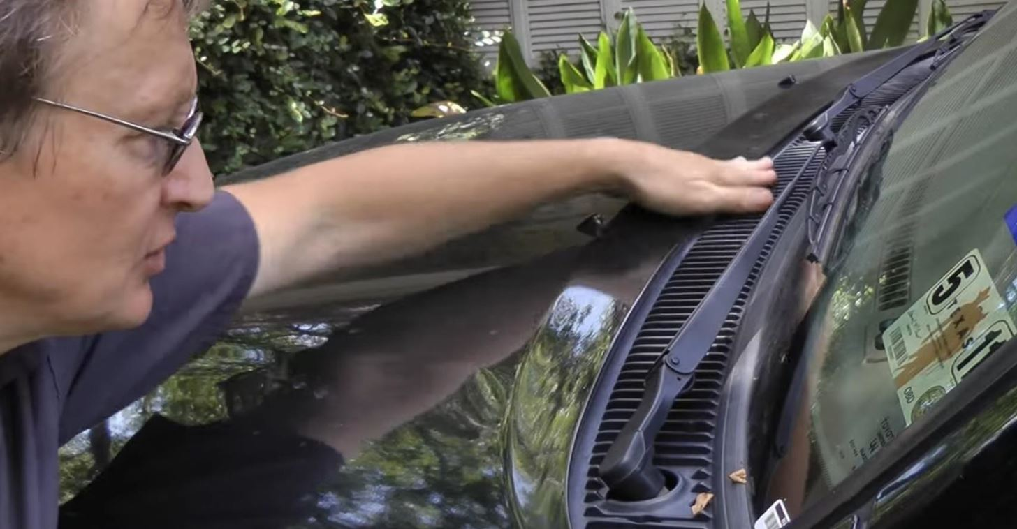 How to Use Lysol to Clean Bacteria Out of Your Car's Air Conditioning System