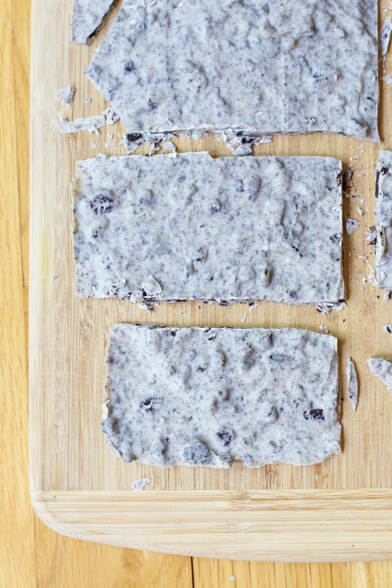 How to Make Hershey's Cookies 'n' Creme Bars