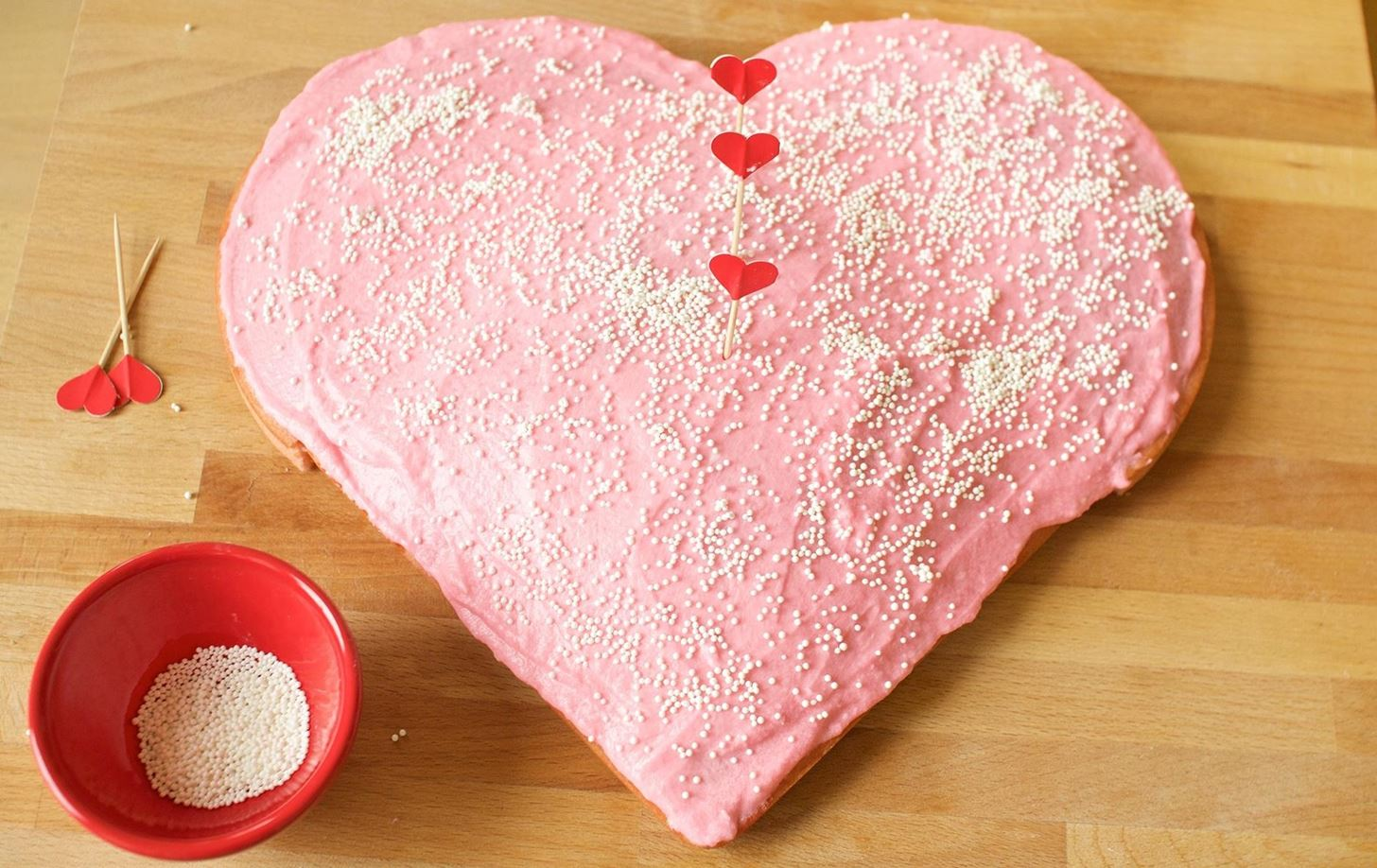 how to make a heart shaped cake how to make a gorgeous shaped cake without a special 4957