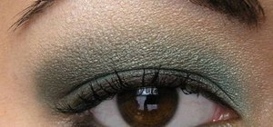 Create a light teal smokey eye makeup