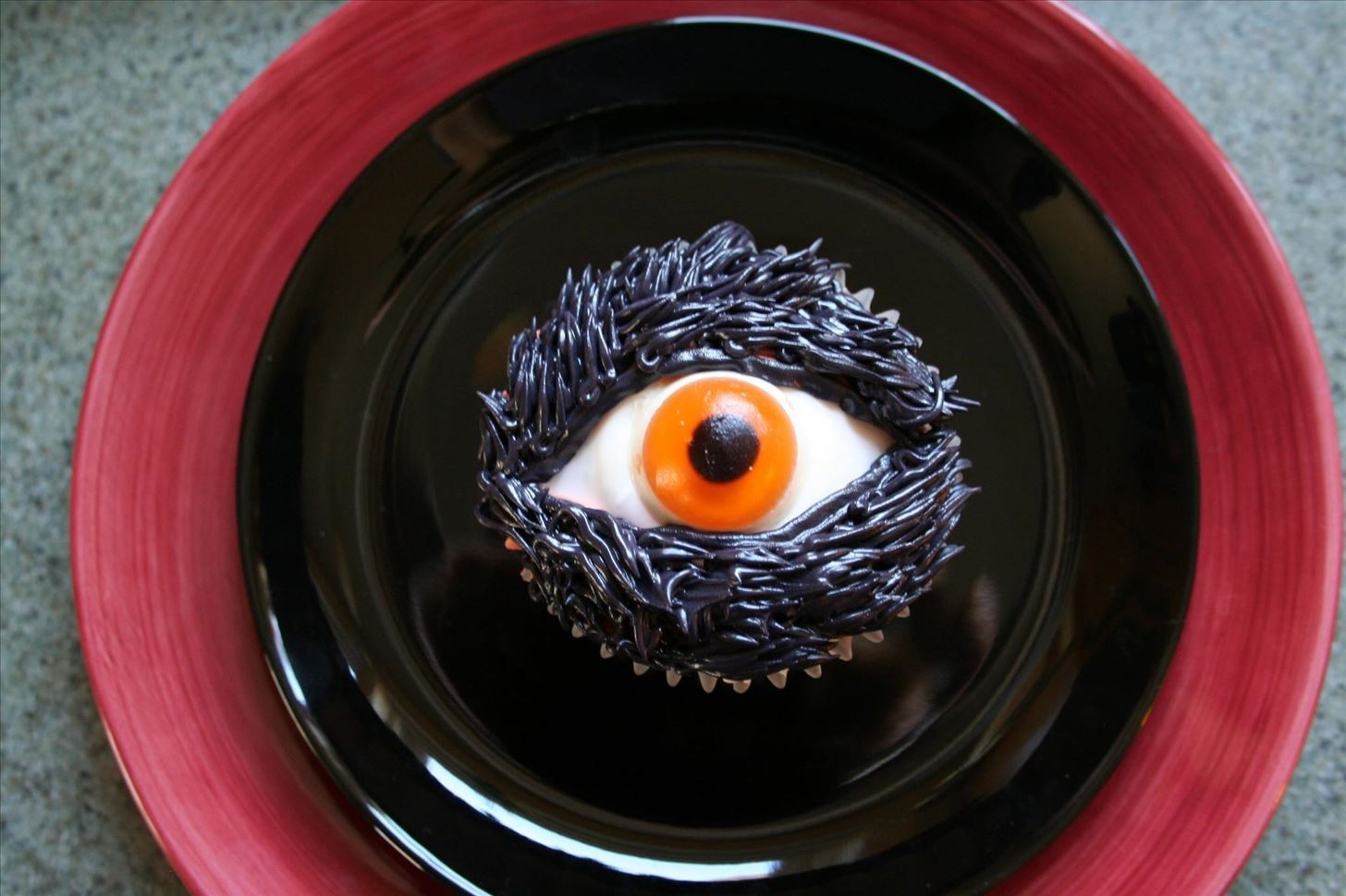 6unnerving eyeball cupcakes - Scary Halloween Cupcake Ideas