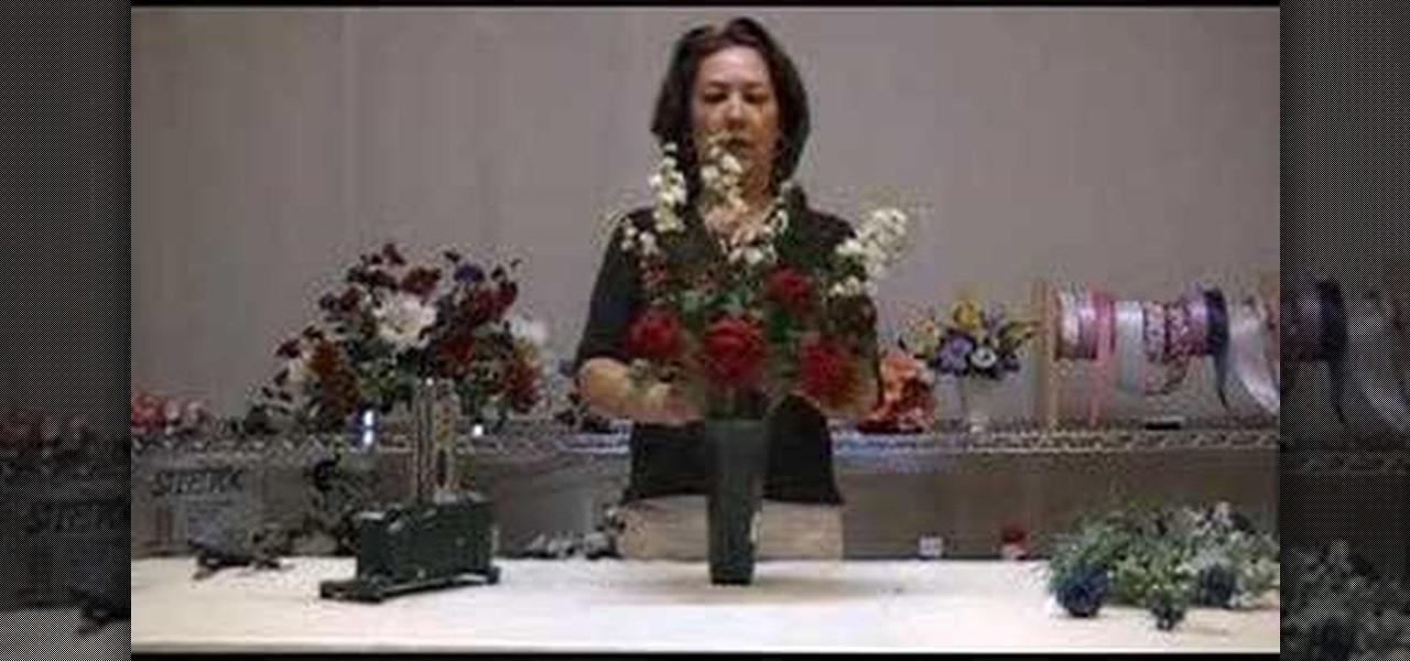 How To Make A Memorial Vase Arrangement Flower Arrangement Wonderhowto