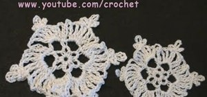 Crochet a small and elegant snowflake