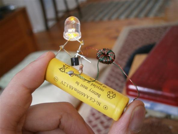 """How to Make a """"Joule Thief"""" and Create Zombie Batteries for More Power ..."""