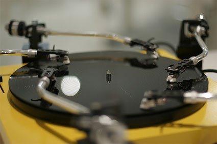 Five-Arm Turntable Has Got It on Lock