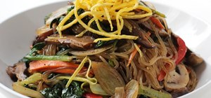 Make Korean stir fried noodles and vegetables