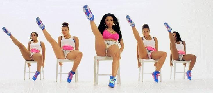 "Easy DIY Nicki Minaj Costume from the ""Anaconda"" Music Video"