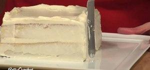 Crumbcoat a cake