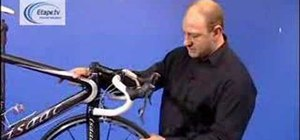 Adjust the headset on a bicycle