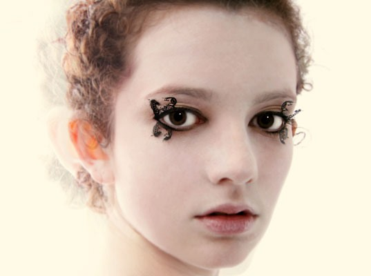 Papercraft Redefines Fake Eyelashes