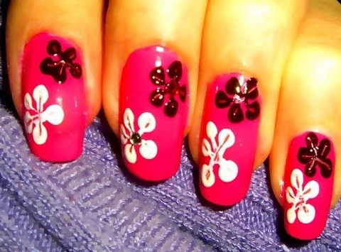 Create nail flowers for nail art designs