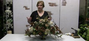 Make a traditional floral centerpiece arrangement